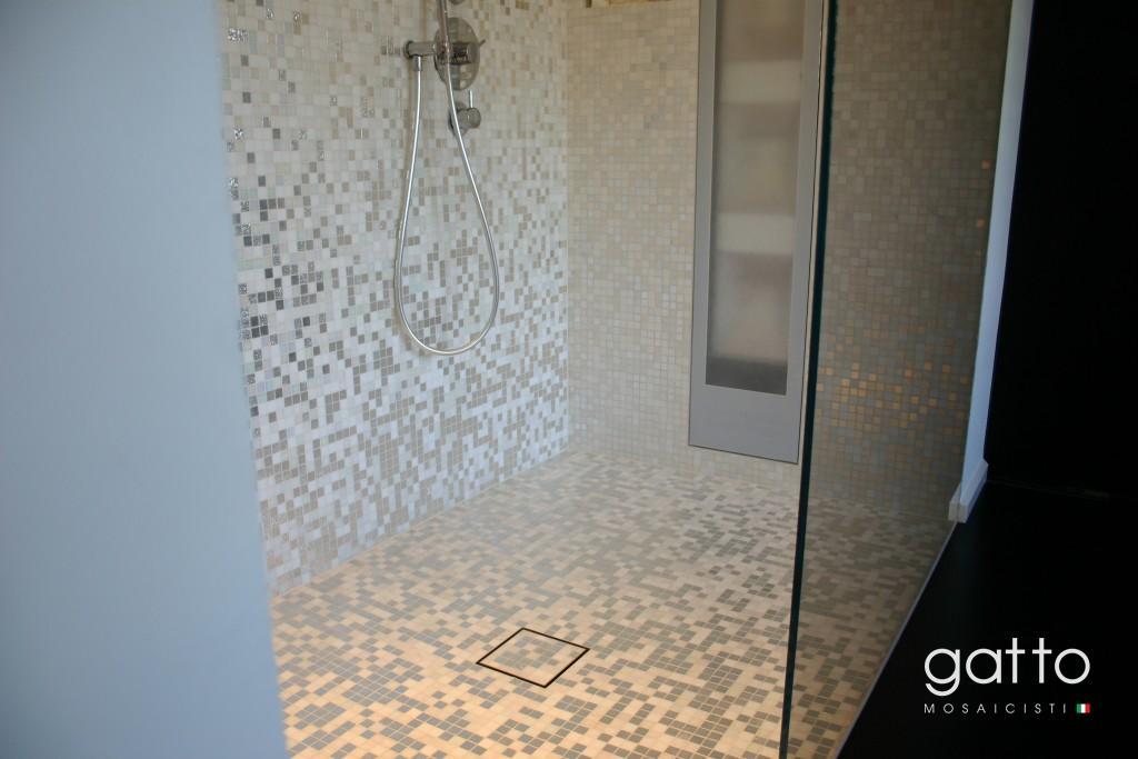 Gouden Mozaiek Tegels : Inloopdouche met mozaiek